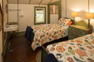 Bedroom Twin beds photos large group family vacation rentals