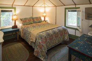 Bedroom Queen Bed photos large group family vacation rentals