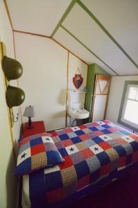 Bedroom single bed