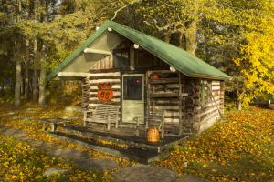 Log Cabin photos large group family vacation rentals