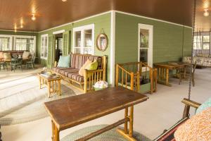 Porch & Sunroom