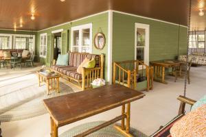 Porch & Sunroom